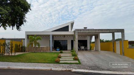 Fachada com spa: Casas modernas por Arquiteta Aline Monteiro