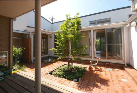 家族を守るコートハウス: かんばら設計室が手掛けた庭です。