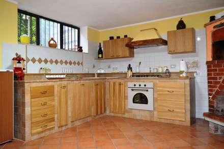 M_M Cucina country chic: Cucina in stile in stile Rustico di T.A. arredo_arredamento su misura