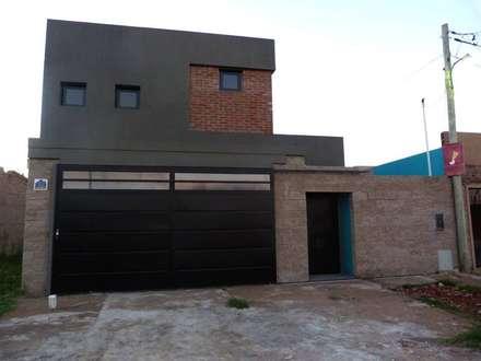 Fachada : Casas de estilo  por Patricio Galland Arquitectura
