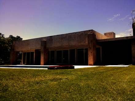 CASA MAJR: Casas de estilo  por Patricio Galland Arquitectura