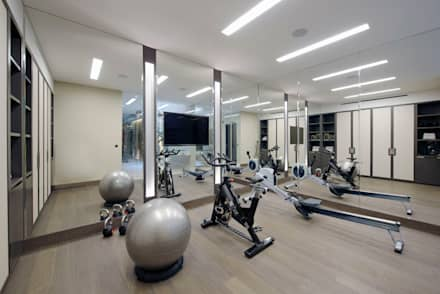 Chelsea Townhouse: classic Gym by nu:builds