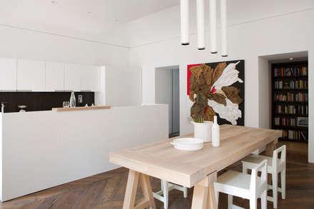 BASILICA: Sala da pranzo in stile in stile Moderno di Studio Fabio Fantolino