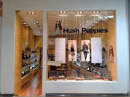 PROYECTO MOBILIARIO COMERCIAL HUSH PUPPIES FONTANAR: Oficinas y Tiendas de estilo  por La Carpinteria - Mobiliario Comercial