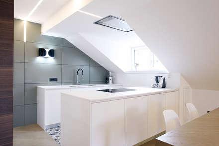 wohnung L: Cucina in stile in stile Moderno di arch lemayr thomas