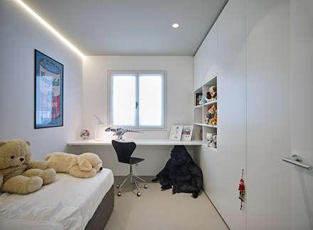 appartamento CW: Camera da letto in stile in stile Minimalista di Burnazzi  Feltrin  Architects