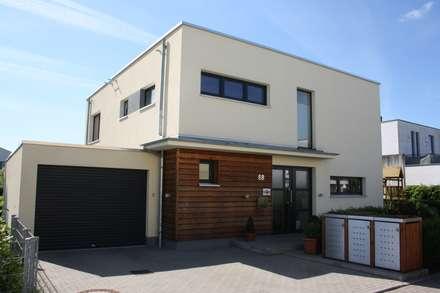 Haus Bauhaus II: moderne Häuser von RostoW Bau