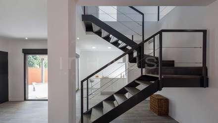 Pasillos vest bulos y escaleras dise os y decoraci n for Modelos de escaleras de cemento para casas