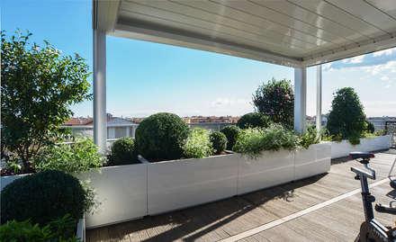 Terrazzo a Verona: Giardino in stile in stile Moderno di Tecnica Verde