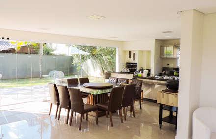 Casa RM53: Cozinhas modernas por Cecyn Arquitetura + Design