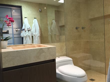 Un baño fabuloso : Baños de estilo moderno por Monica Saravia