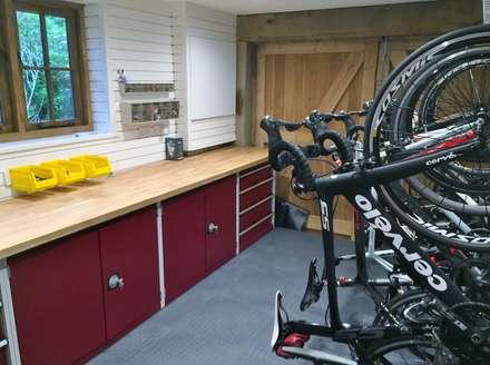 Metal Cabinets and Bike Storage: modern Garage/shed by Garageflex