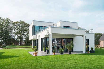 Gartenansicht: minimalistische Häuser von Hellmers P2 | Architektur & Projekte
