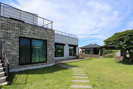 까사봉봉: 아키제주 건축사사무소의  정원