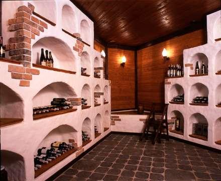 Дом в Успенском: Винные погребы в . Автор – архитектурная мастерская МАРТ