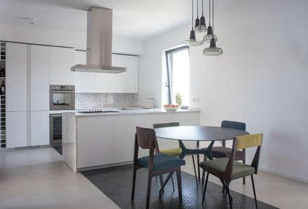 Casa M: Cucina in stile in stile Minimalista di 3C+M architettura