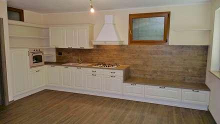 PROGETTATO E REALIZZATO: Cucina in stile in stile Rustico di Frosio Arredamenti snc di Arturo e Roberto