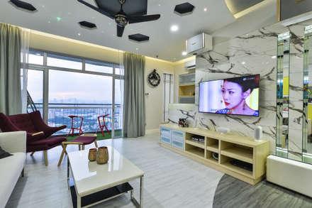 Ultramodern Loft | CONDOMINIUM: modern Living room by Design Spirits