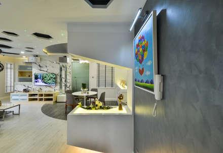 Ultramodern Loft   CONDOMINIUM: modern Corridor, hallway & stairs by Design Spirits