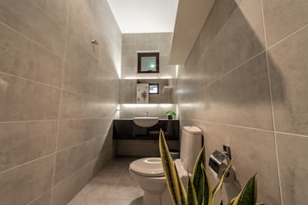 Majestic Contemporary | BUNGALOW : minimalistic Bathroom by Design Spirits