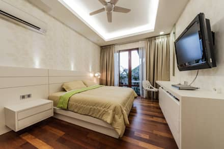 Majestic Contemporary | BUNGALOW : minimalistic Bedroom by Design Spirits