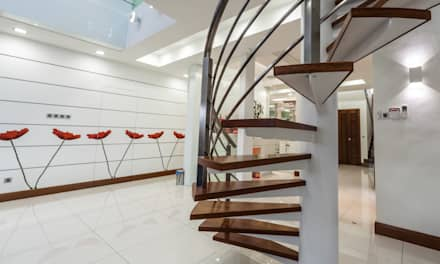 Majestic Contemporary | BUNGALOW : minimalistic Corridor, hallway & stairs by Design Spirits