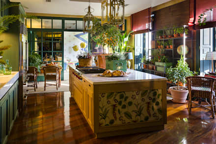 CASA DECOR 2016 - ESPACIO MURELLI COCINA ESTAR CLAUDIO SAVARINI, MARGA LANTERO, LOLA BENEYTO: Cocinas de estilo moderno de Kalaspy