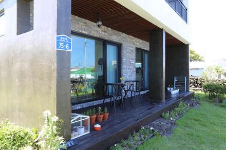 별아도: 아키제주 건축사사무소의  베란다