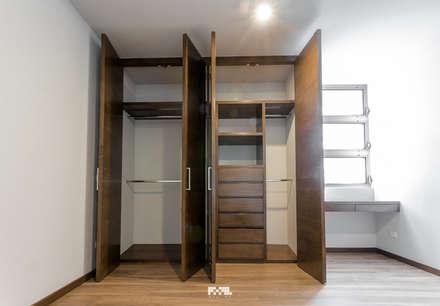 solares vestidores y closets de estilo moderno por m