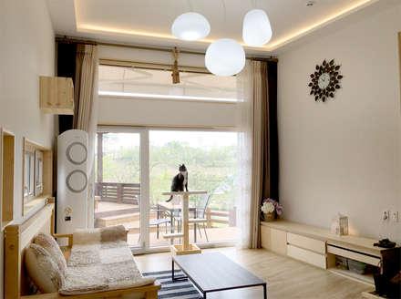 전주 만성동 안을채 주택 - 5-star(목조건축품질인증) 인증 : 꿈꾸는목수의  거실