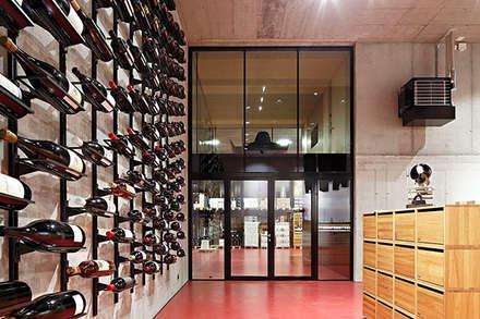 Adega Secli WeinWelt - Suiça: Adegas modernas por BauStahl, Lda