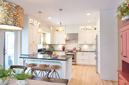 Modern/Traditional Mix: country Kitchen by Gracious Luxury Interiors