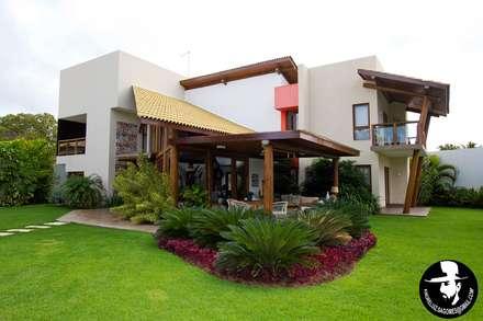 Jardines de estilo topical por Tânia Póvoa Arquitetura e Decoração