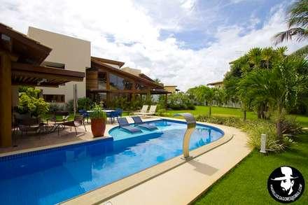 PISCINA: Piscinas tropicais por Tânia Póvoa Arquitetura e Decoração