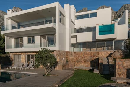 HOUSE  I  ATLANTIC SEABOARD, CAPE TOWN  I  MARVIN FARR ARCHITECTS: modern Houses by MARVIN FARR ARCHITECTS