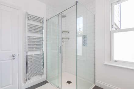 New Home Before Wedding. Wimbledon, SW19: modern Bathroom by TOTUS