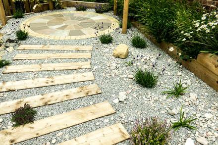 Modern Garden with a rustic twist: modern Garden by Yorkshire Gardens