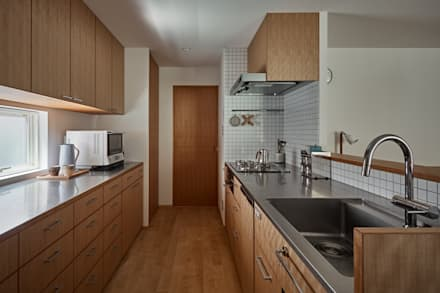 校舎がみえる家: toki Architect design officeが手掛けたキッチンです。
