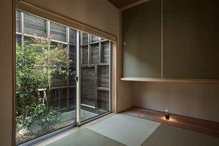 ホワイエのある家: toki Architect design officeが手掛けた寝室です。
