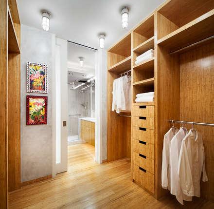 Dressing Room Lookging Towards the Bathroom: modern Bathroom by Lilian H. Weinreich Architects