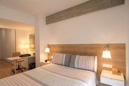 Reforma integral en Donostia / San Sebastián: Dormitorios de estilo minimalista de Apal Estudio
