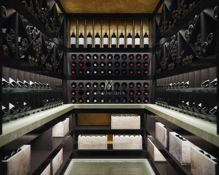 VM13 -Classic Wine Cellar: modern Wine cellar by Vinomagna - Bespoke Wine cellars