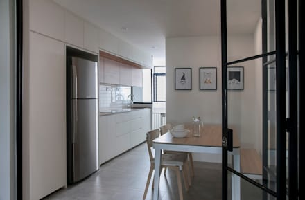 FERNWOOD TOWERS: scandinavian Kitchen by Eightytwo Pte Ltd
