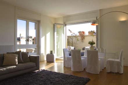 stile in bianco: Sala da pranzo in stile in stile Minimalista di studio ferlazzo natoli