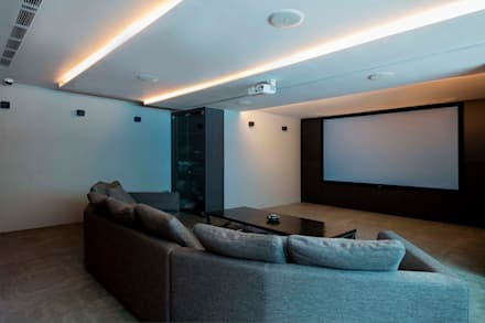 FRANKEL STREET: modern Media room by Eightytwo Pte Ltd