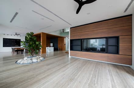 FRANKEL STREET: modern Living room by Eightytwo Pte Ltd