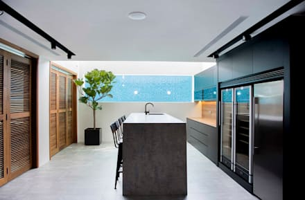 FRANKEL STREET: modern Kitchen by Eightytwo Pte Ltd