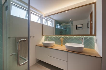 COSTA DEL SOL: scandinavian Bathroom by Eightytwo Pte Ltd