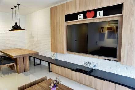 32 BLOSSOM RESIDENCES: scandinavian Living room by Eightytwo Pte Ltd