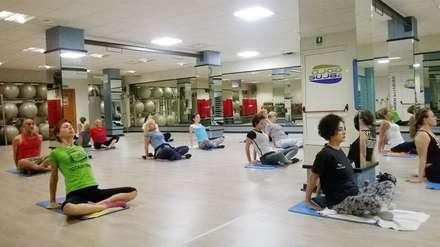 Sala Fitness: Palestra in stile in stile Moderno di Architetto Carla Garbuglia